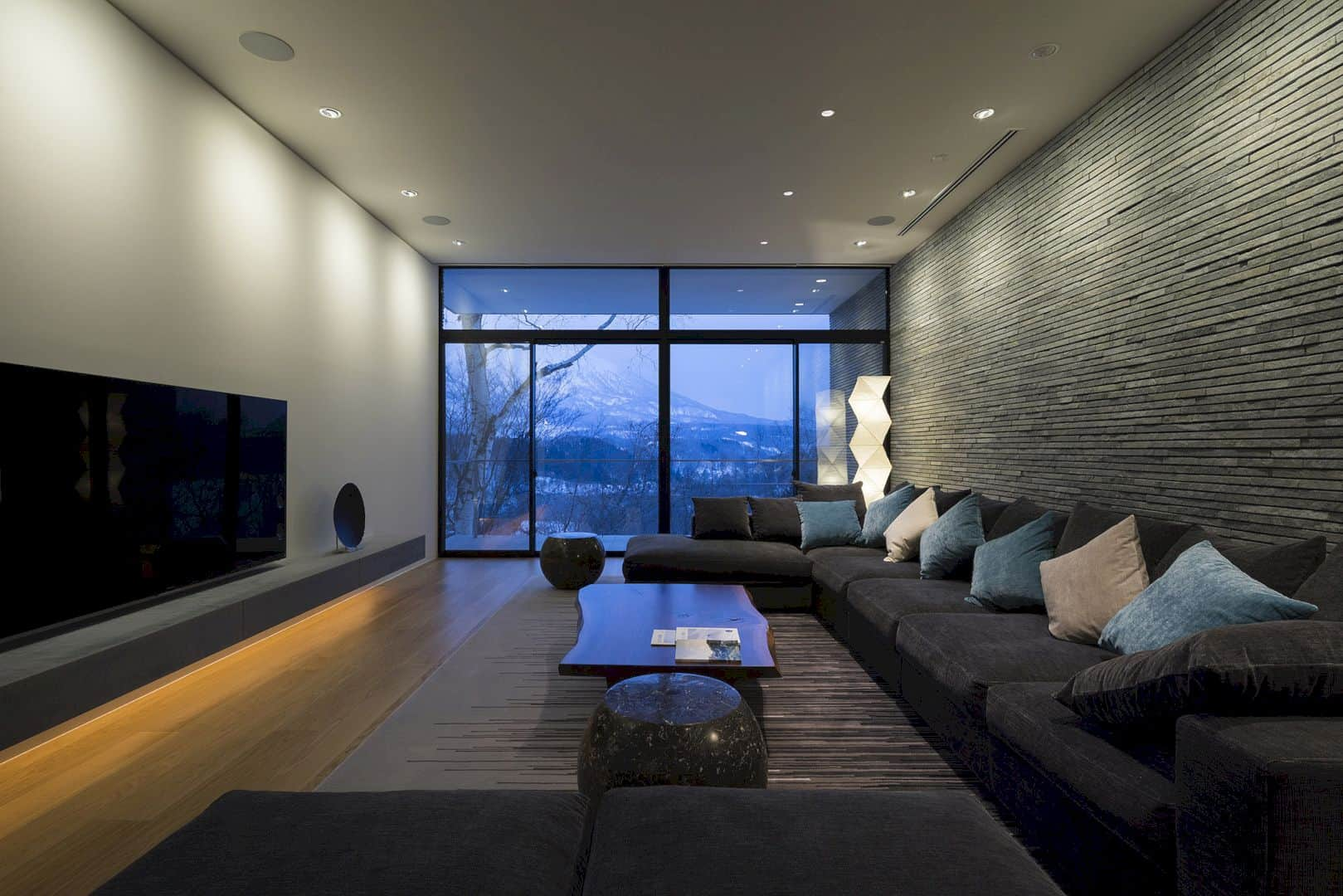The Clearwater House A Refreshing Vacation Home In Japan 6