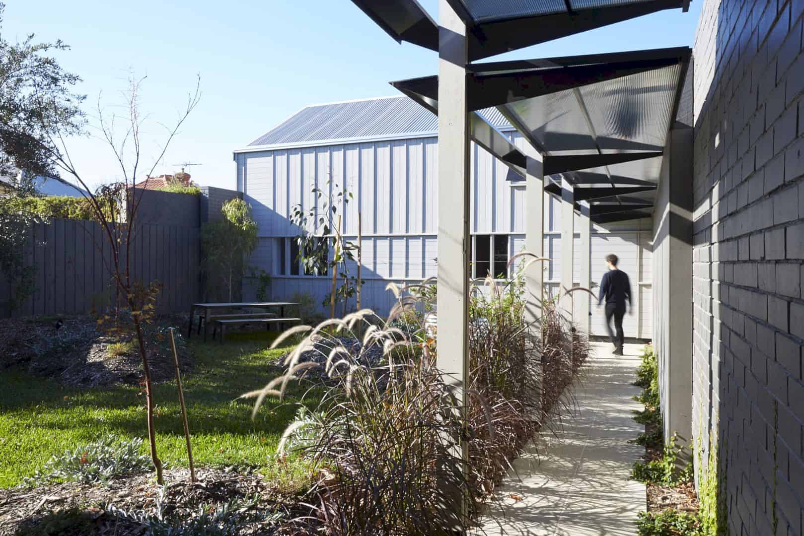 A Timber Clad Residence In Albert Park 10