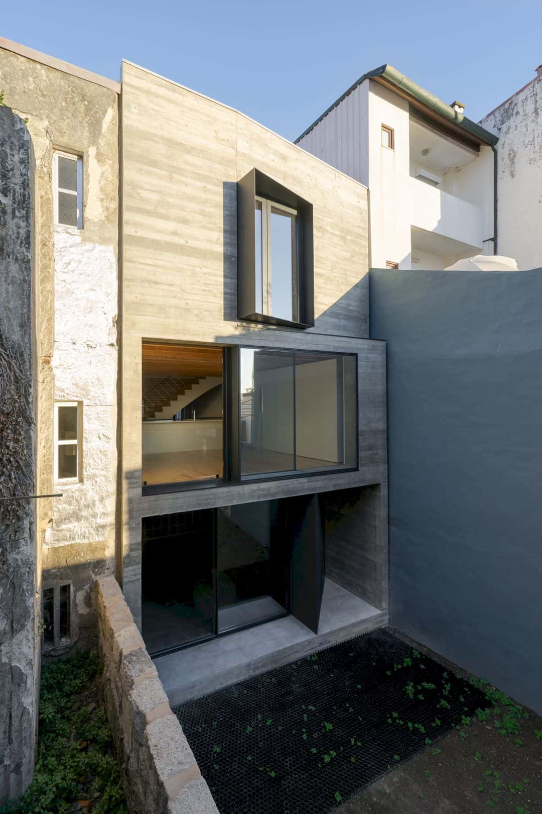 House S A Light Filled House With Uncommon Shades In Porto 12