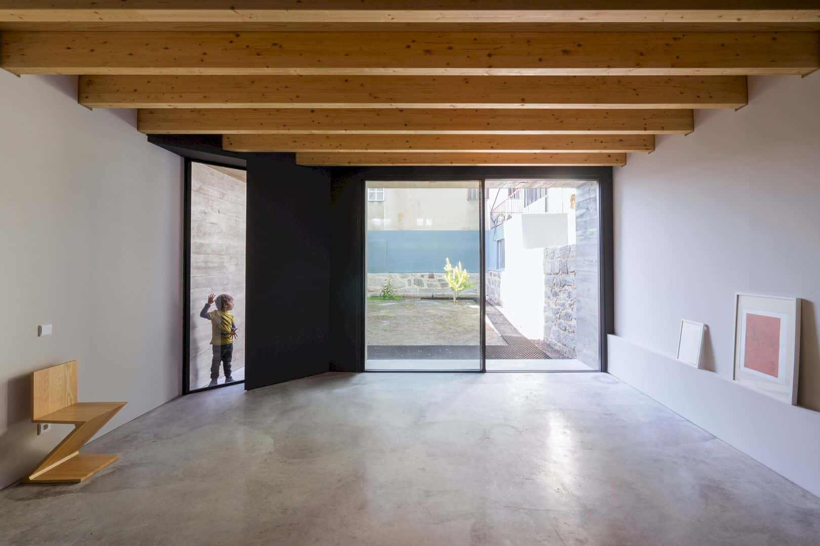 House S A Light Filled House With Uncommon Shades In Porto 8