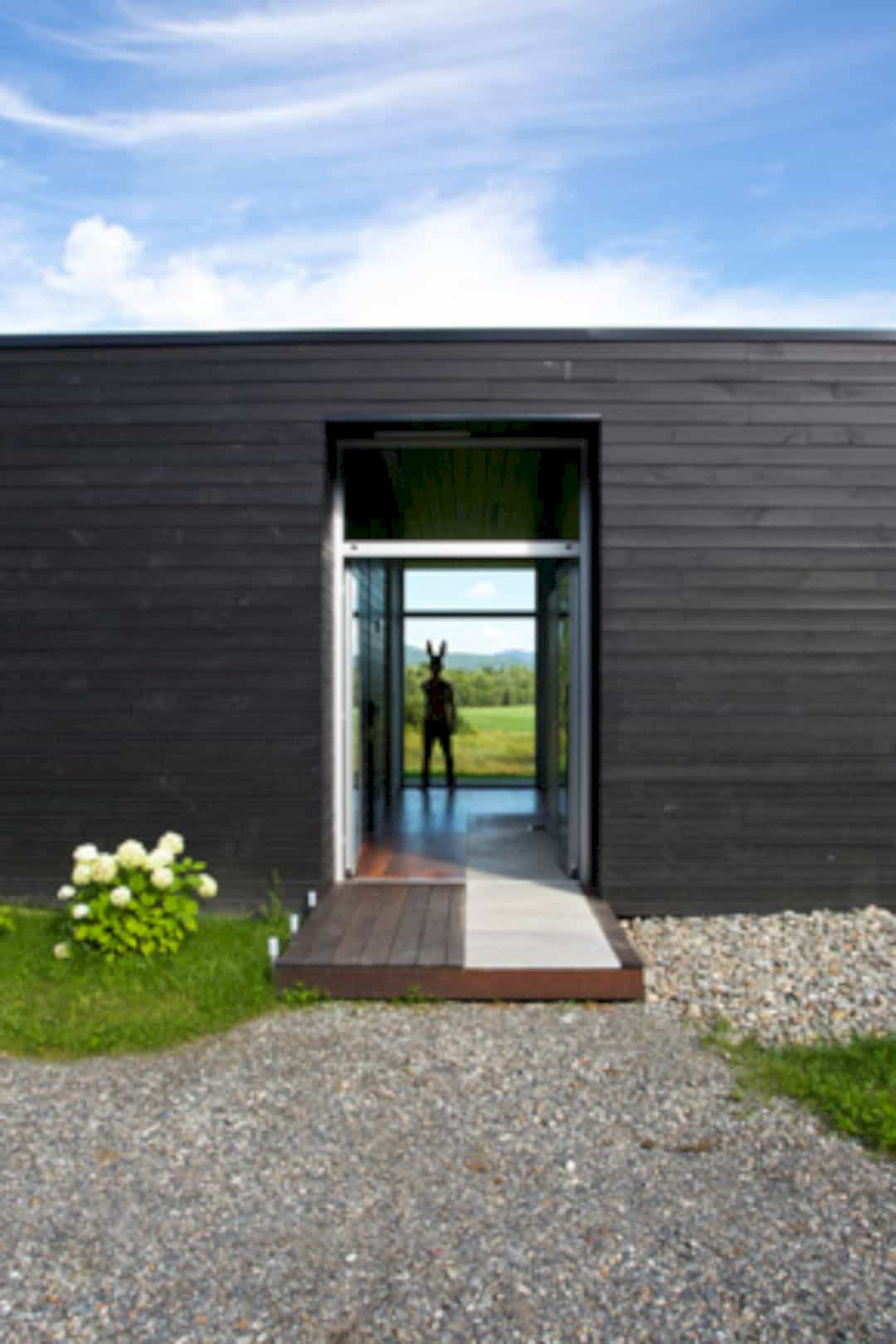 Contre Jour An All Black Country House In Quebec 11