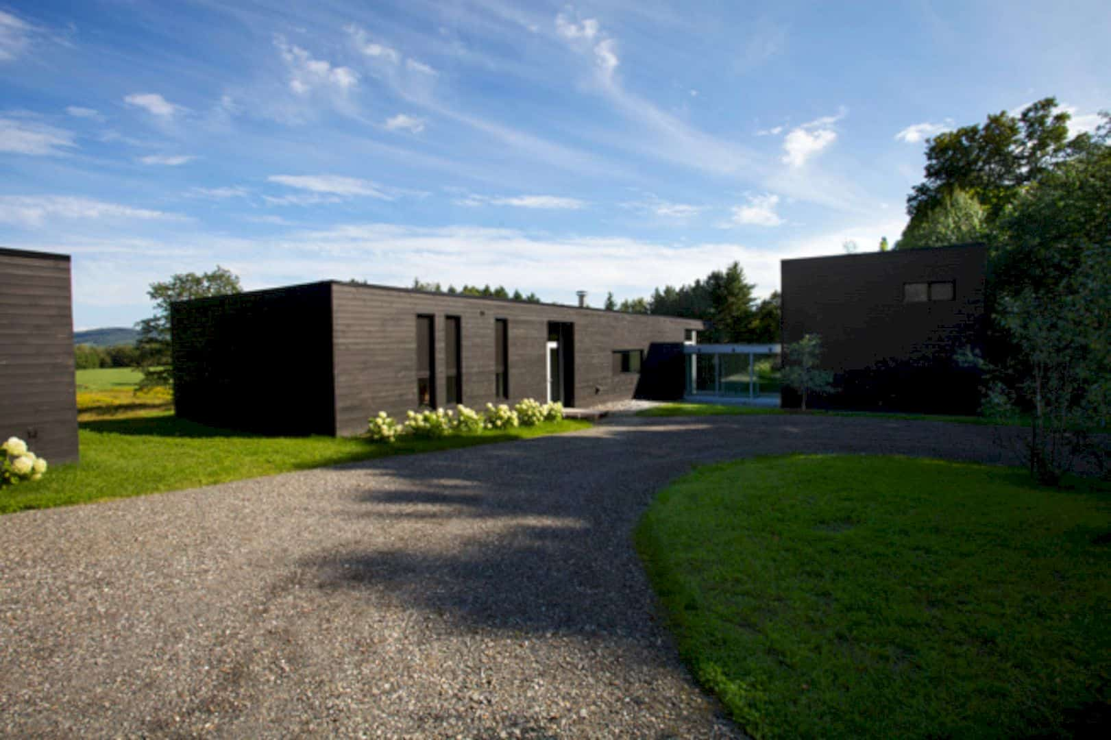 Contre Jour An All Black Country House In Quebec 12