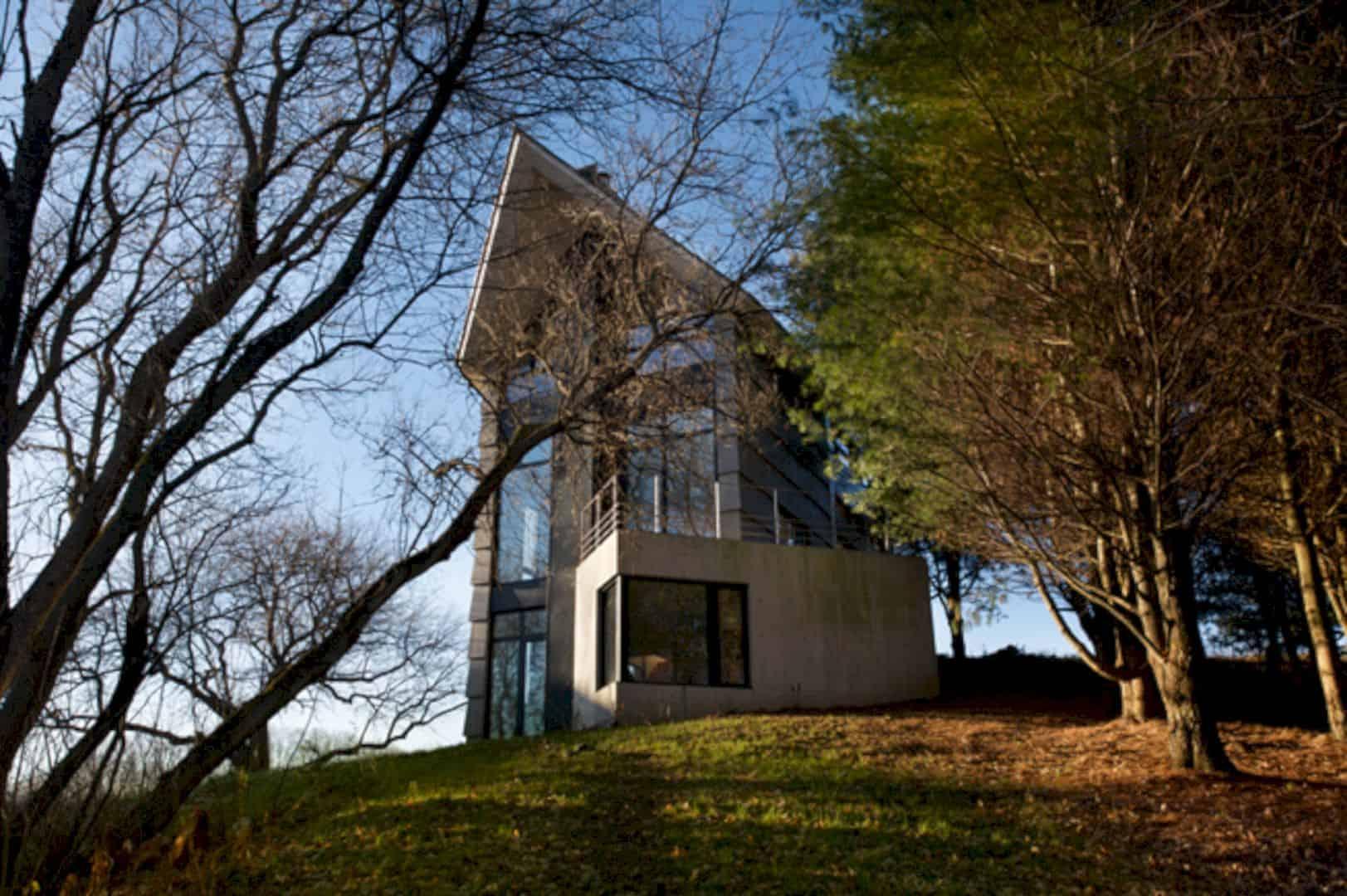 La Cornette A Country House On Quebecs Hill Slope 13