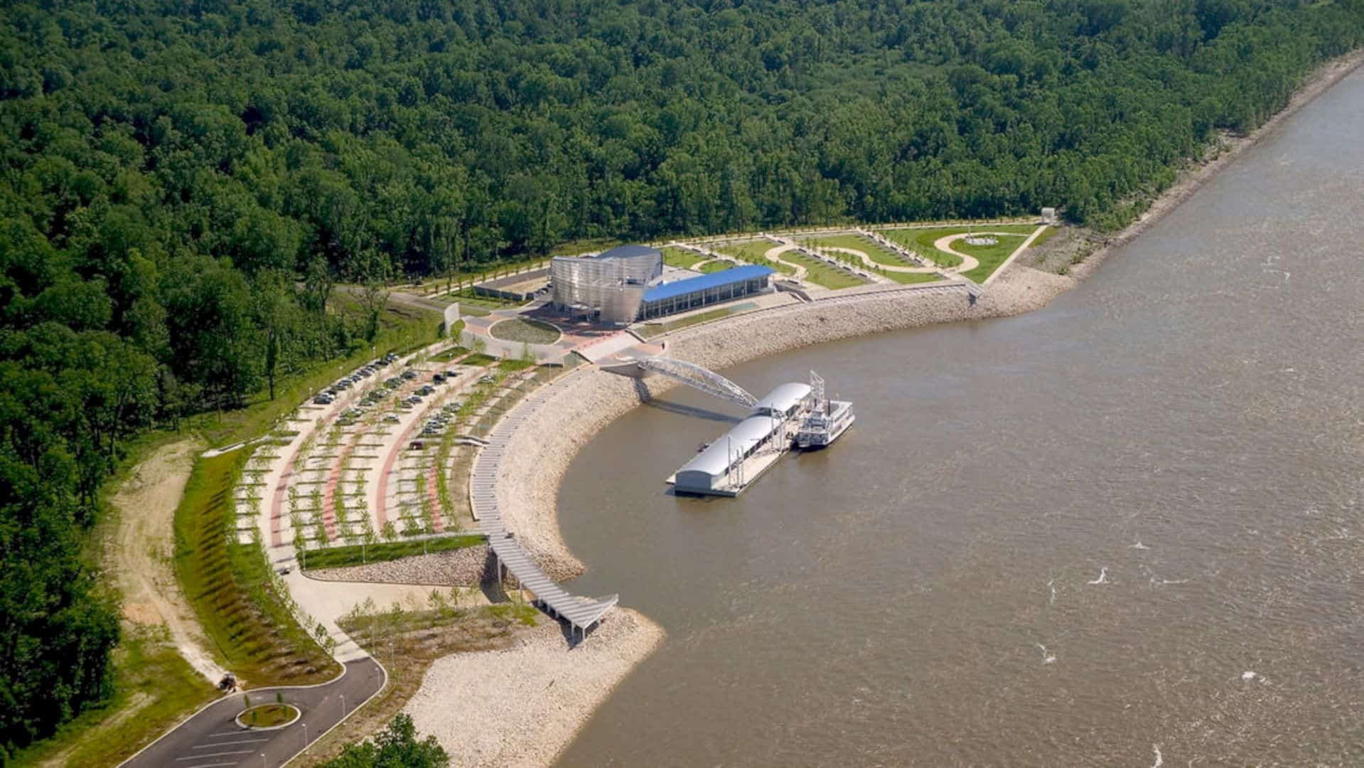 Tunica River Park: A Large Park near the Mississippi River with A