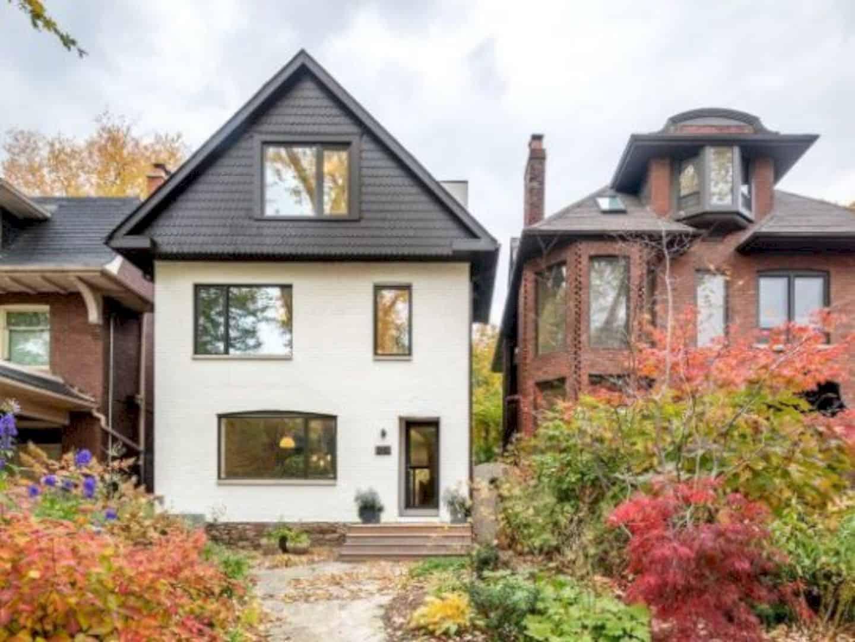 Roxborough Residence: A Renovation of Modern Residence in A Traditional Neighborhood