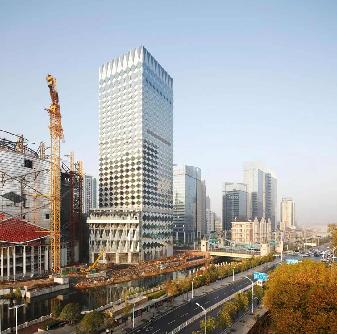 Wanda Reign Wuhan: Luxury Hotel with Dynamic Cladding Made from Glass Triangles