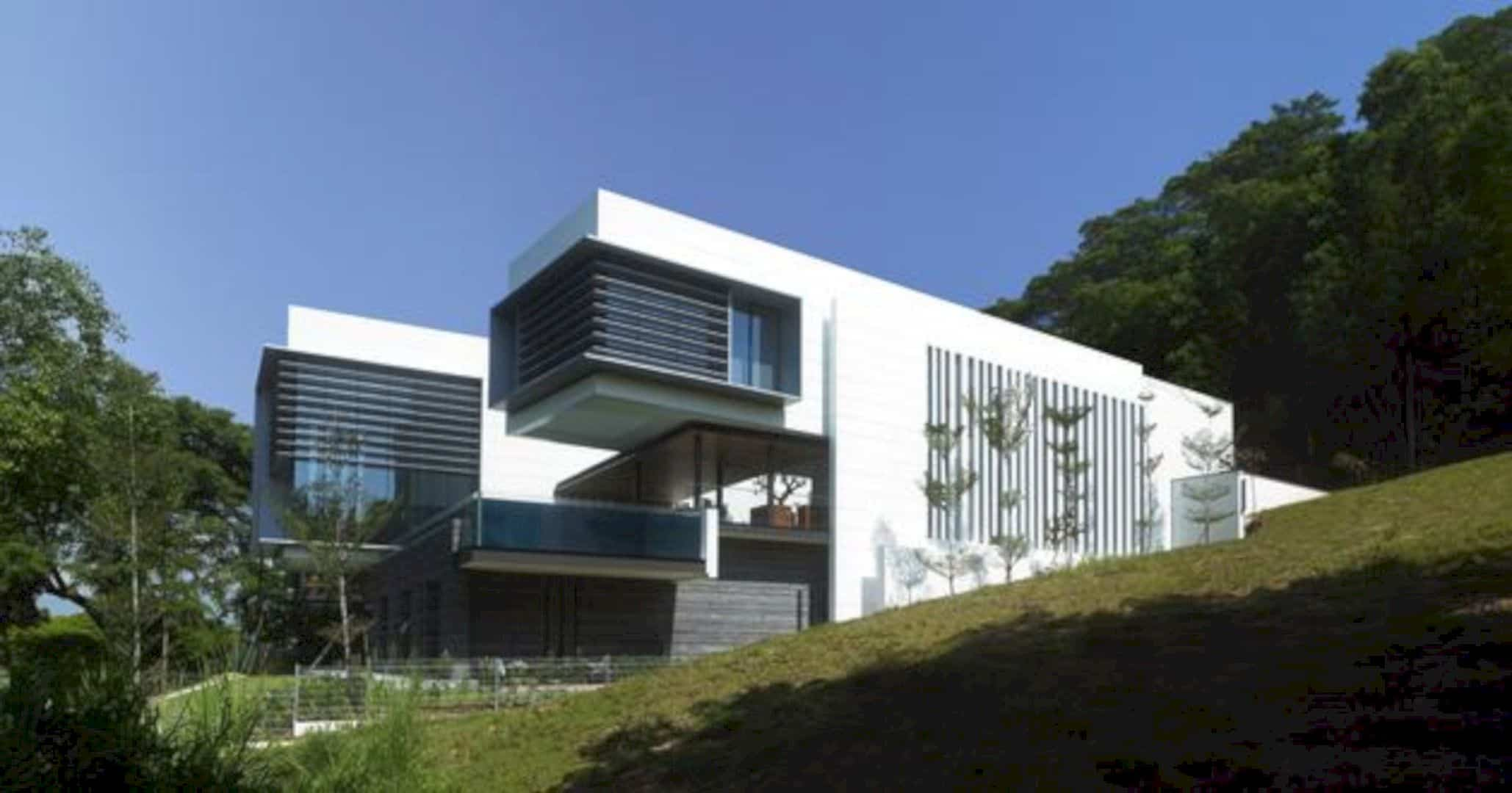 Lakeshore View House A Modern Two Story Home With Suspended Pool 6