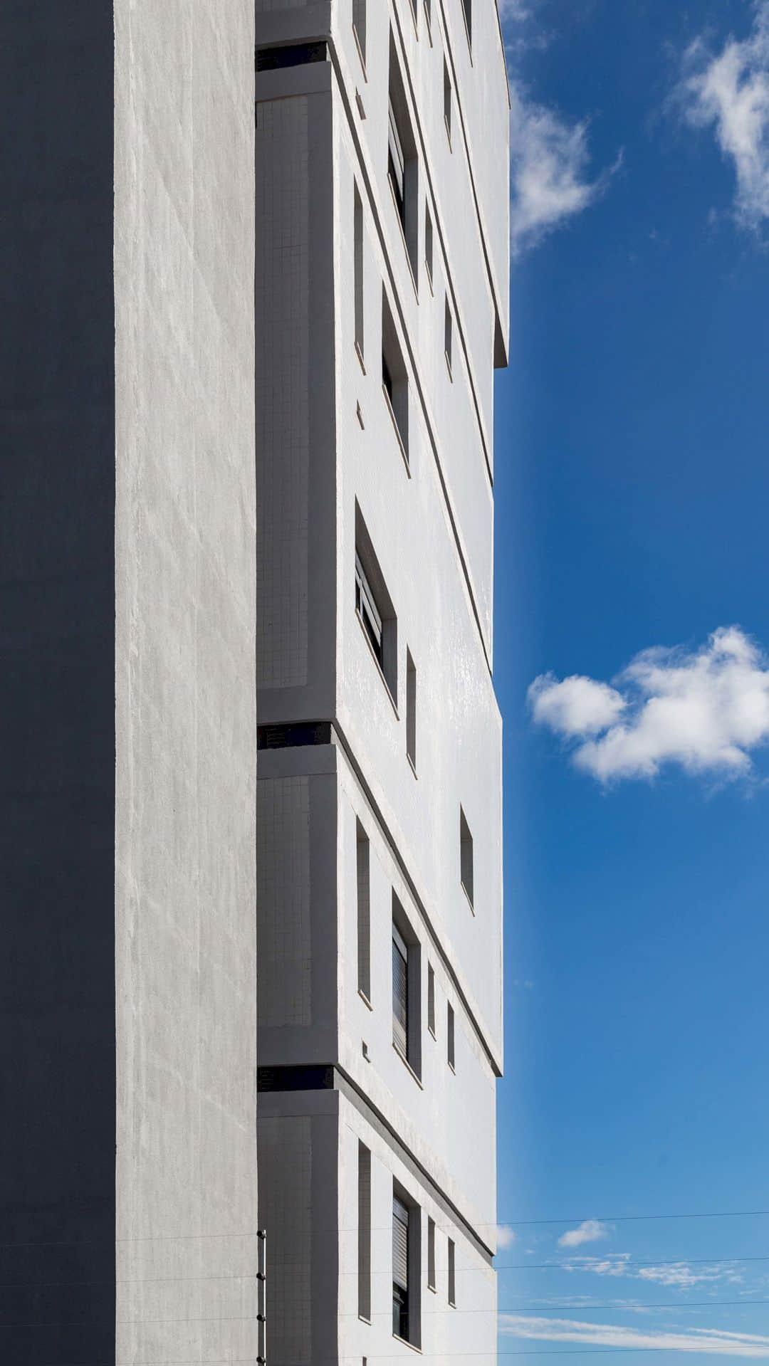 Fernando Abbott 866 A High Rise Residential Building In Porto Alegre 15
