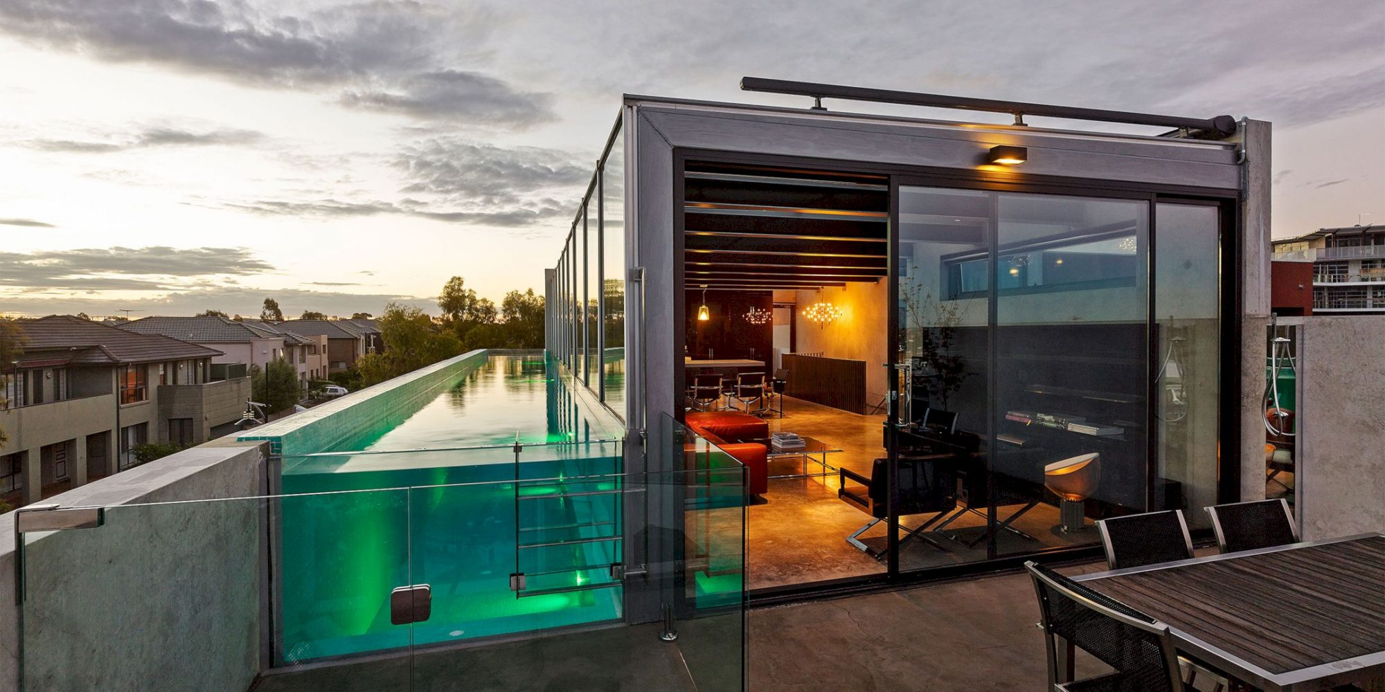 Skyline Project: Contemporary House with Concrete Walls – Futurist ...