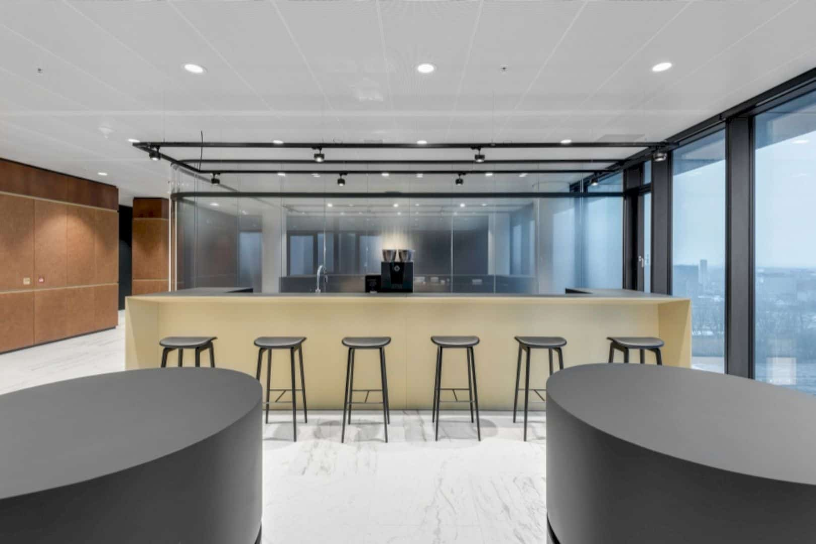 Cms Amsterdam A Warm Natural Base Office Design Merged With Curves And Transparency 4