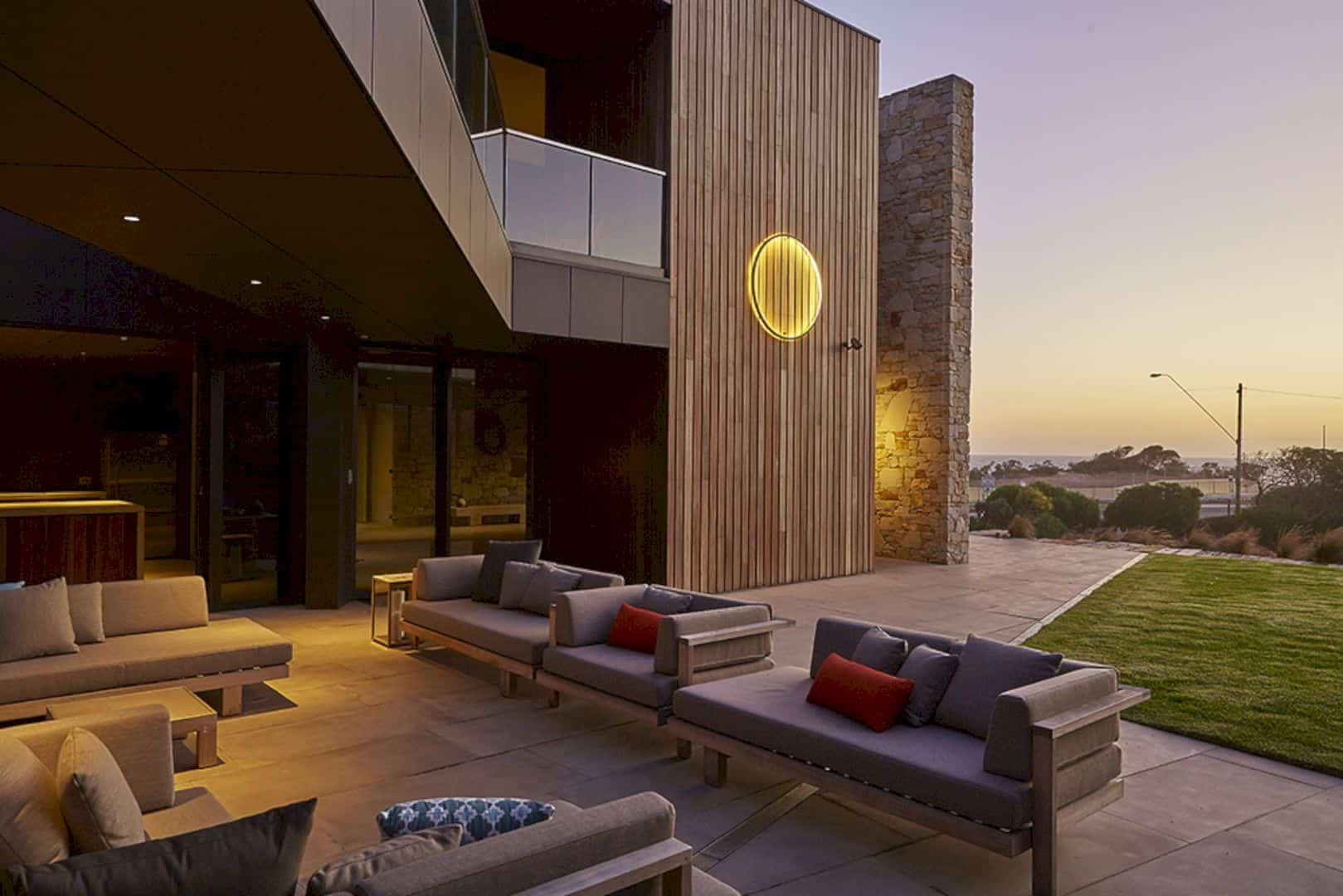 Ocean Residence A Beach House That Merges An Interior And Exterior Surrounding Landscape 11