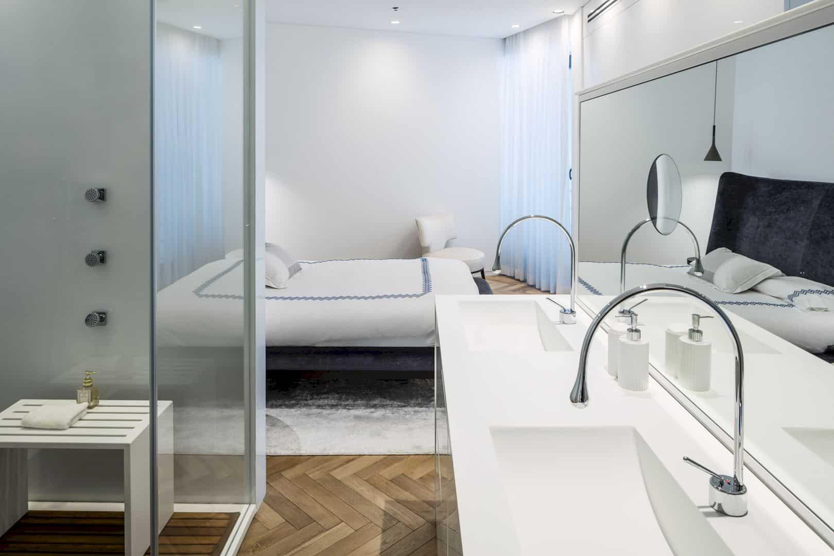 M Apartment 10