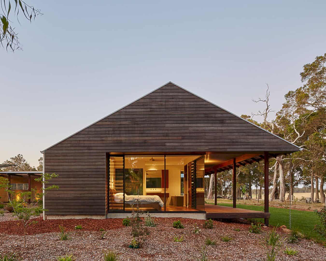 Farm House: A Modern Australian Farmhouse with Climate and Features Technologies