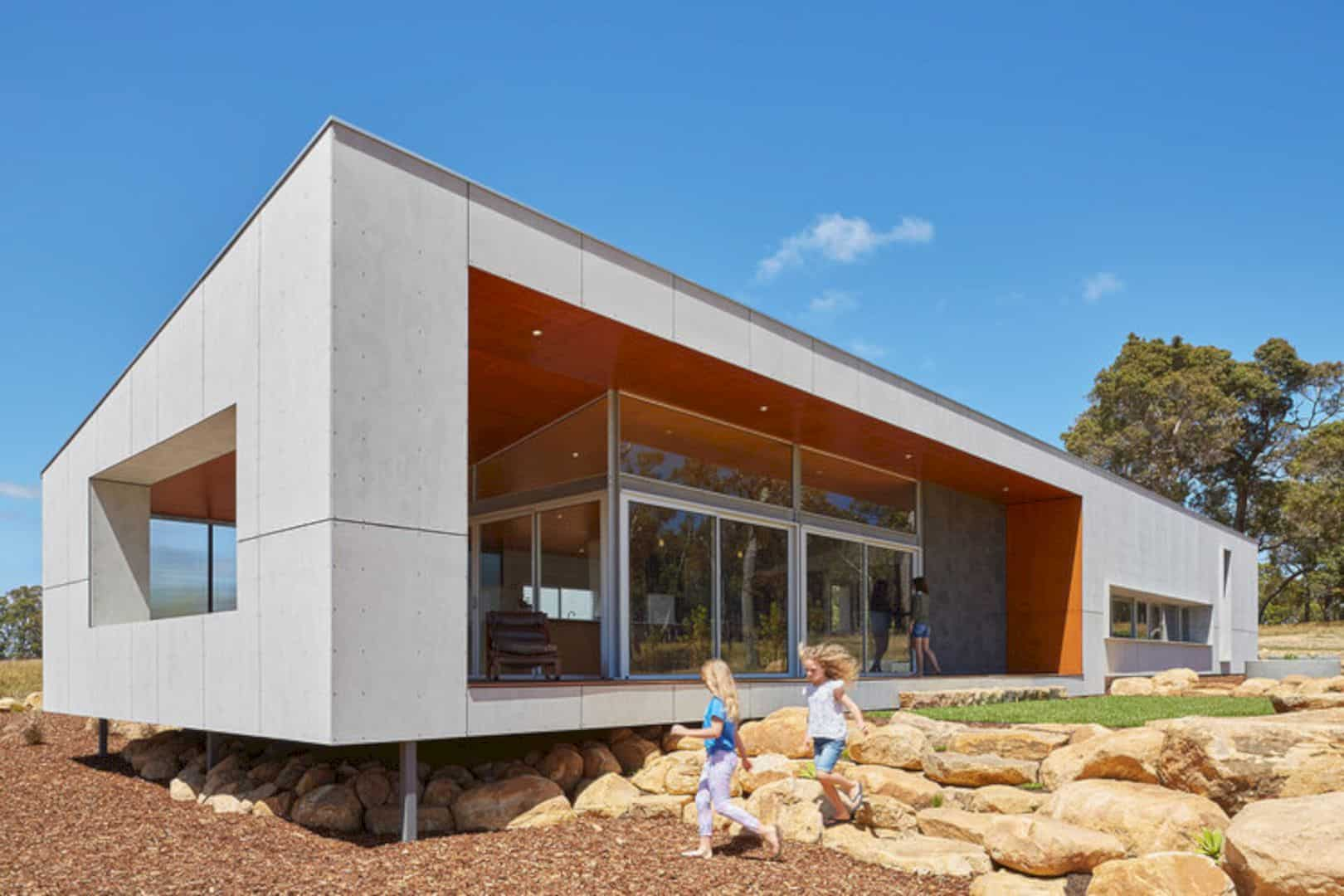 Paddock House: Sustainability of A Family House with A Series of Framed Apertures