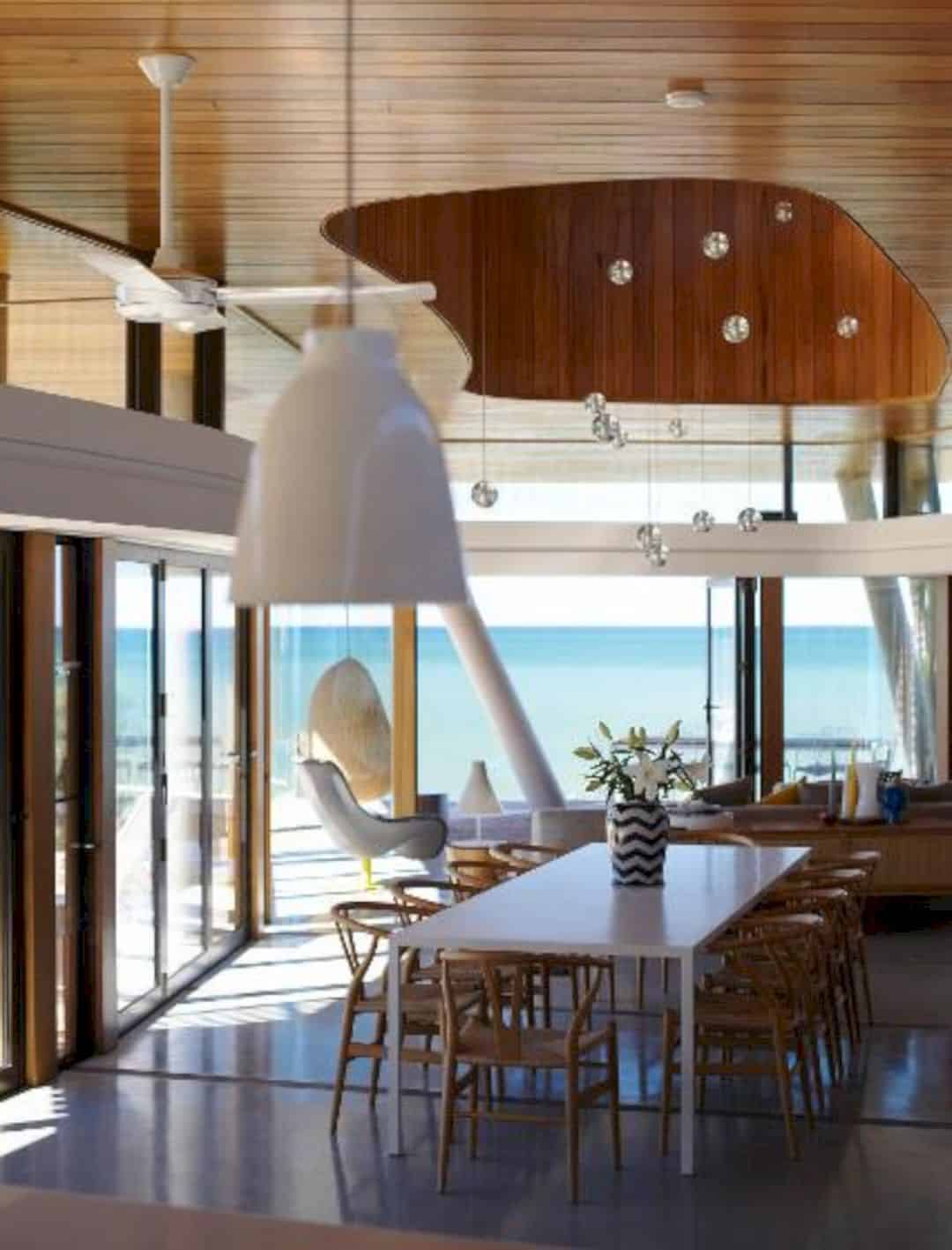 Austinmer Beach House: A Connected Family Home with Illawarra Escarpment and Surrounding Coastal