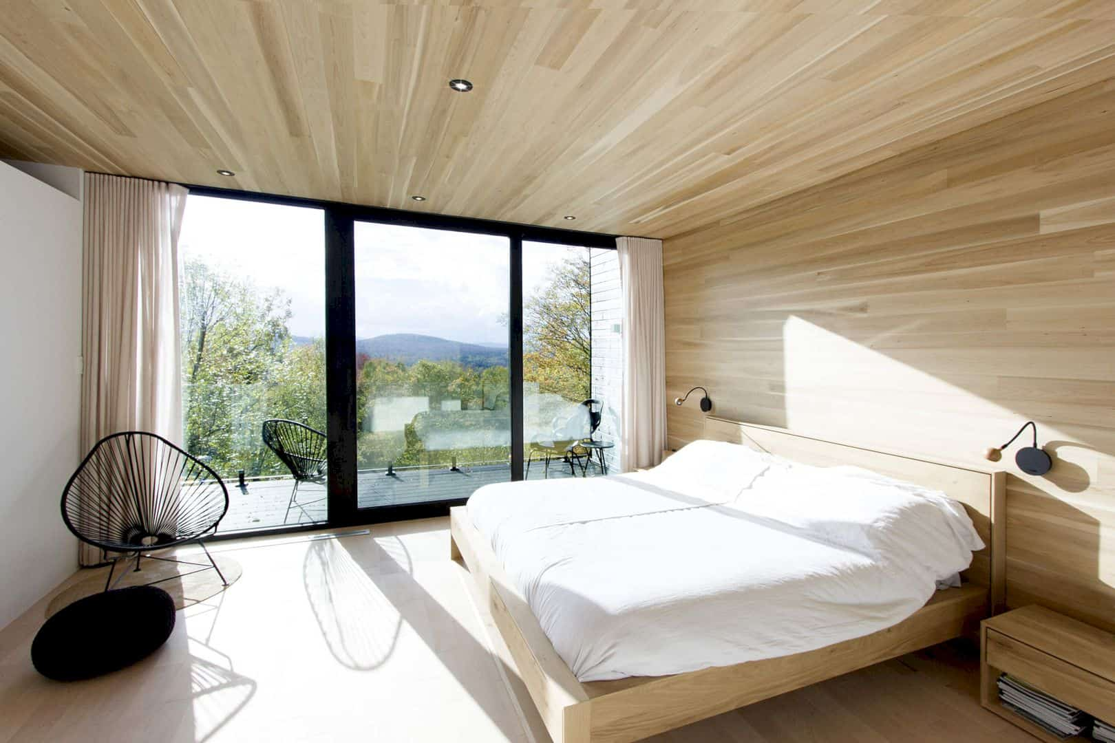 Residence Montagnard: A House Expansion with Additional Bedroom above the Garage