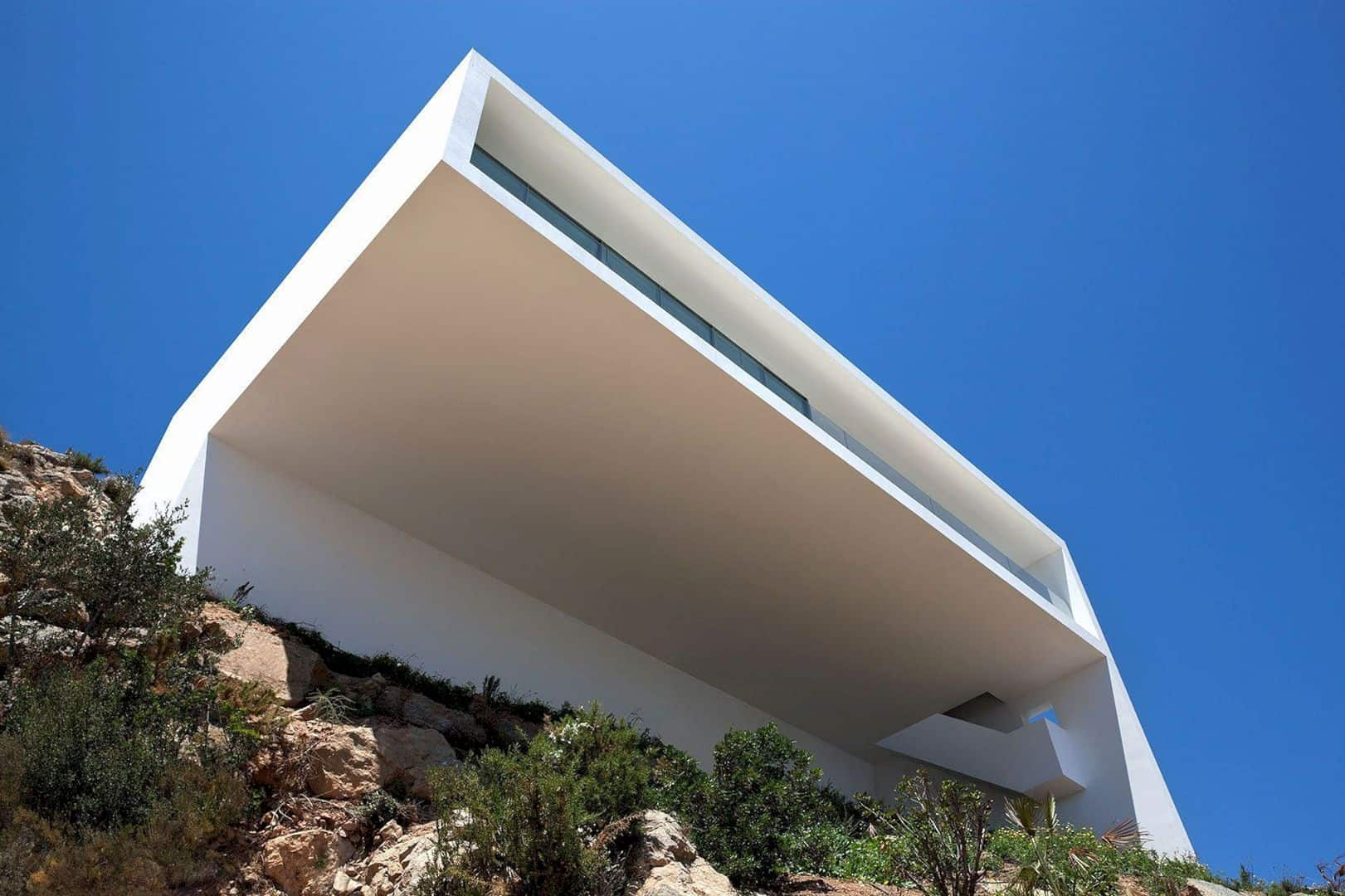 HOUSE ON THE CLIFF 10