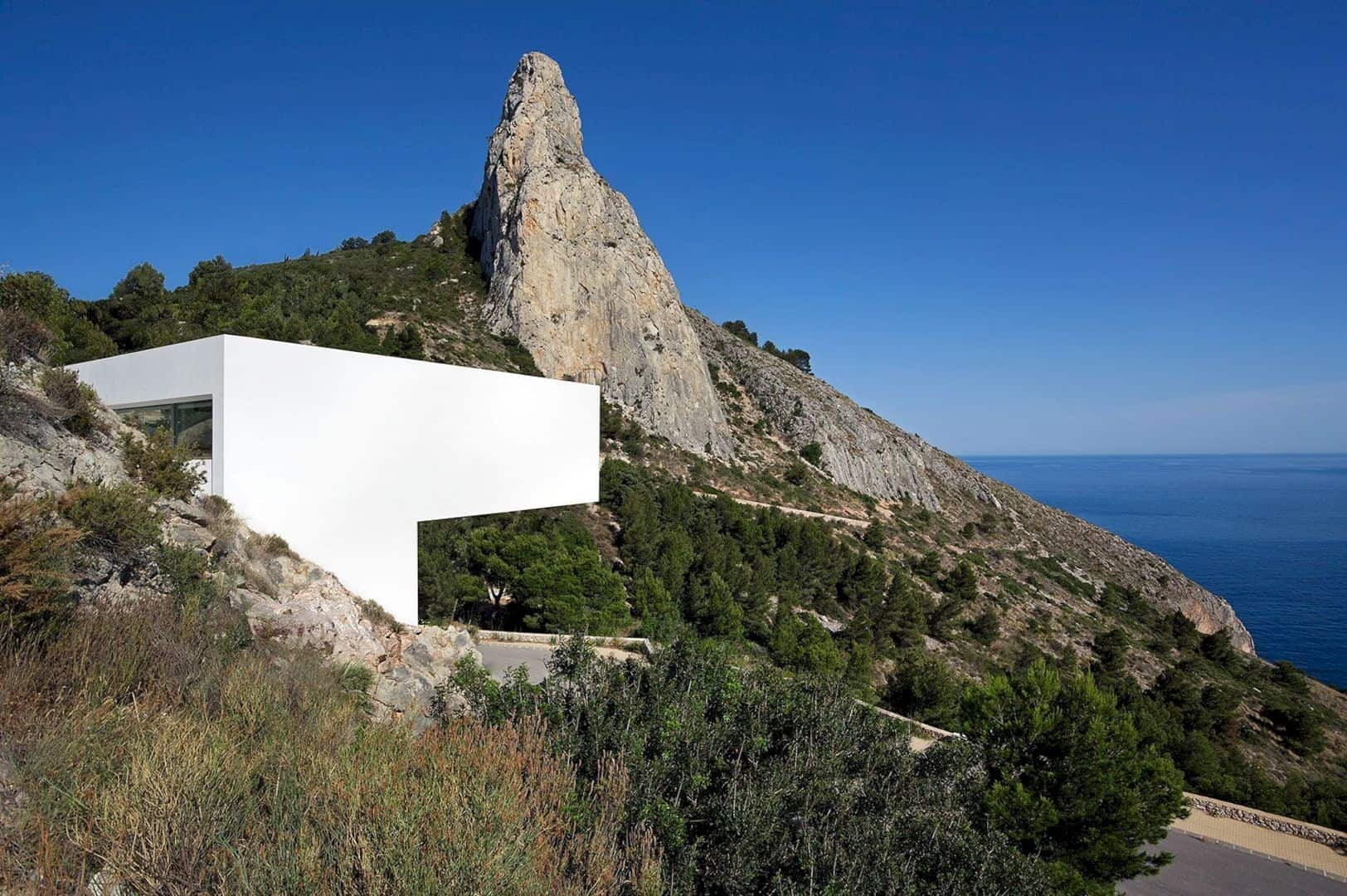 HOUSE ON THE CLIFF 14