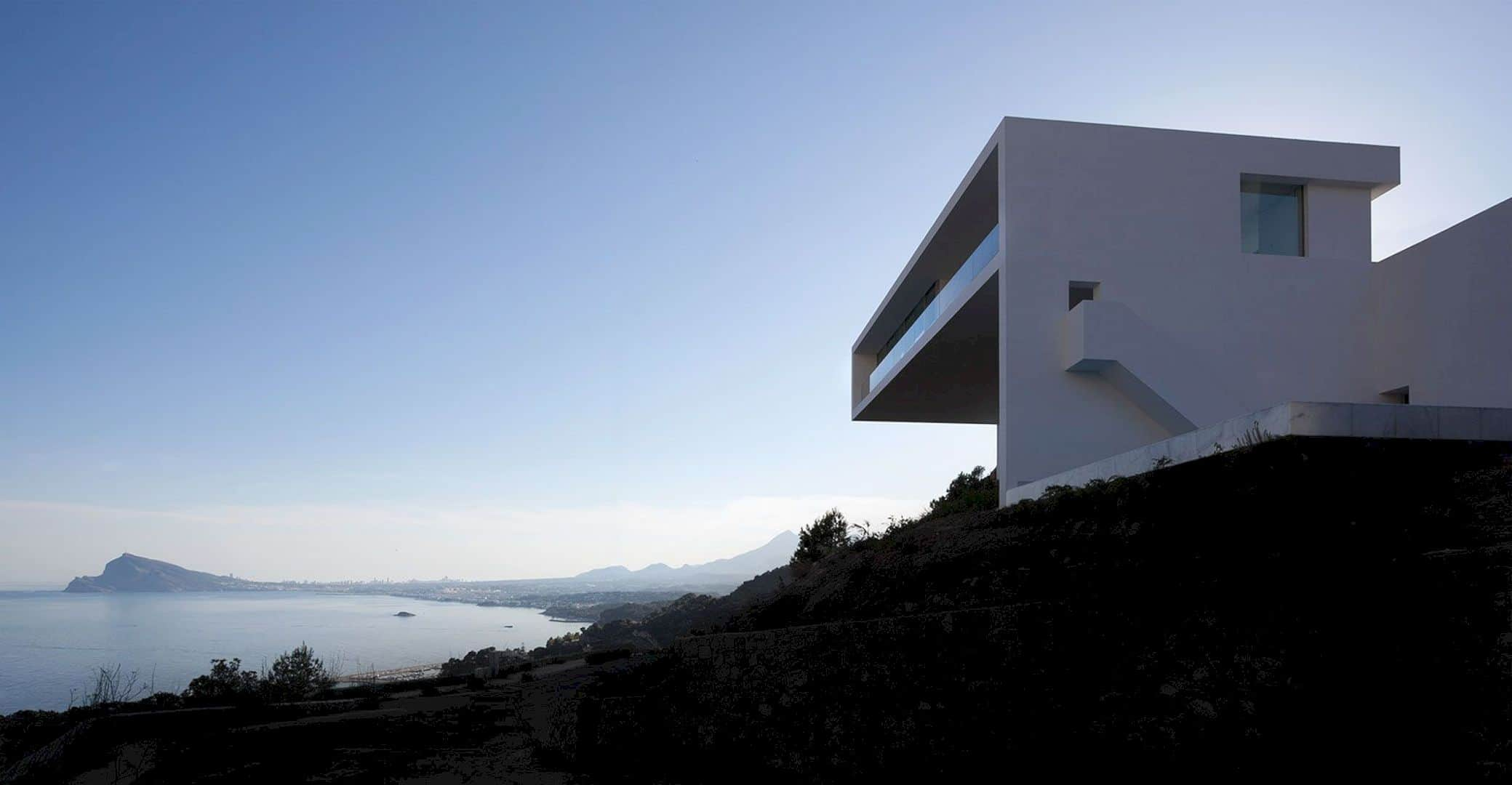 HOUSE ON THE CLIFF 3