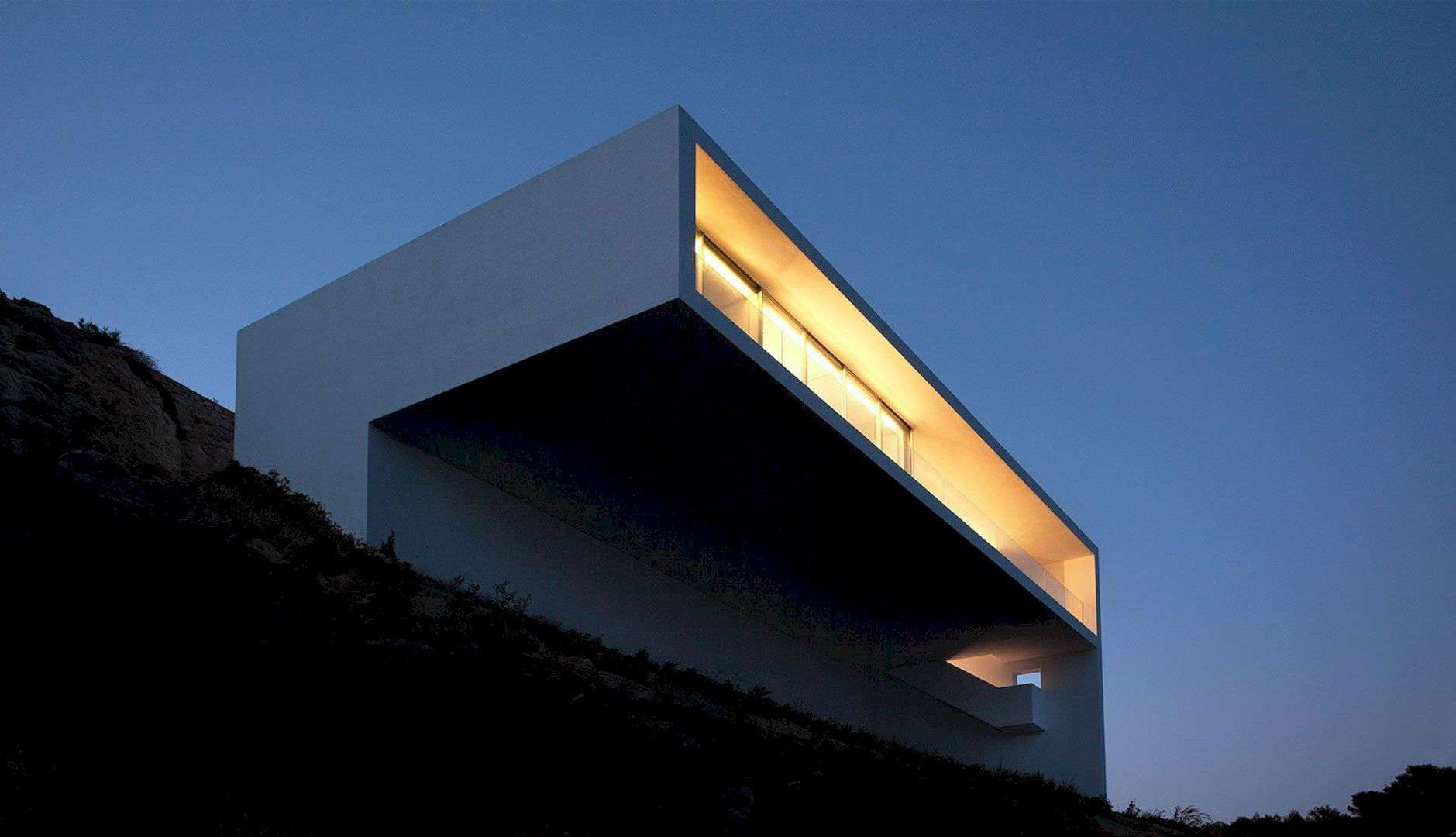 HOUSE ON THE CLIFF 5