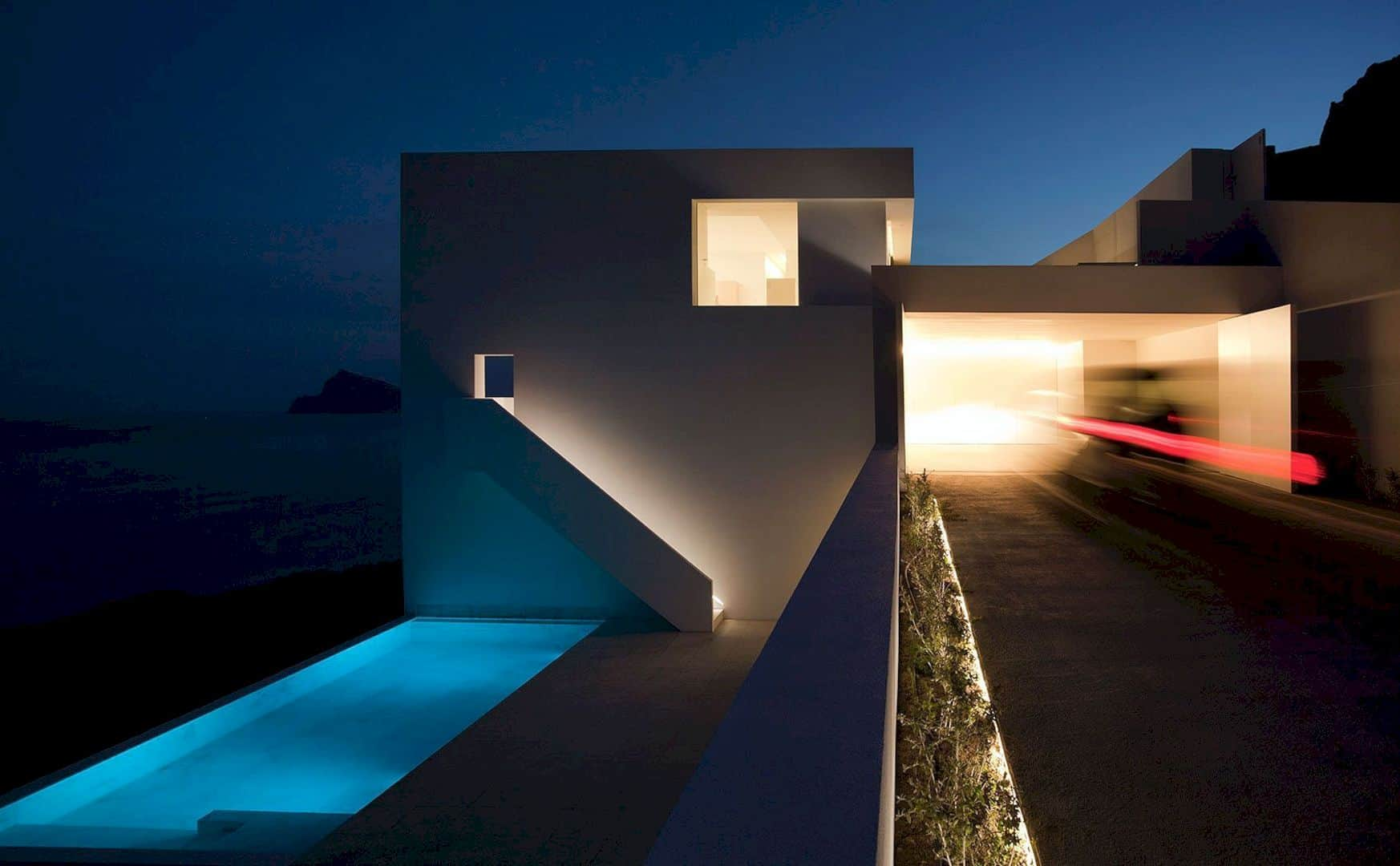 HOUSE ON THE CLIFF 7