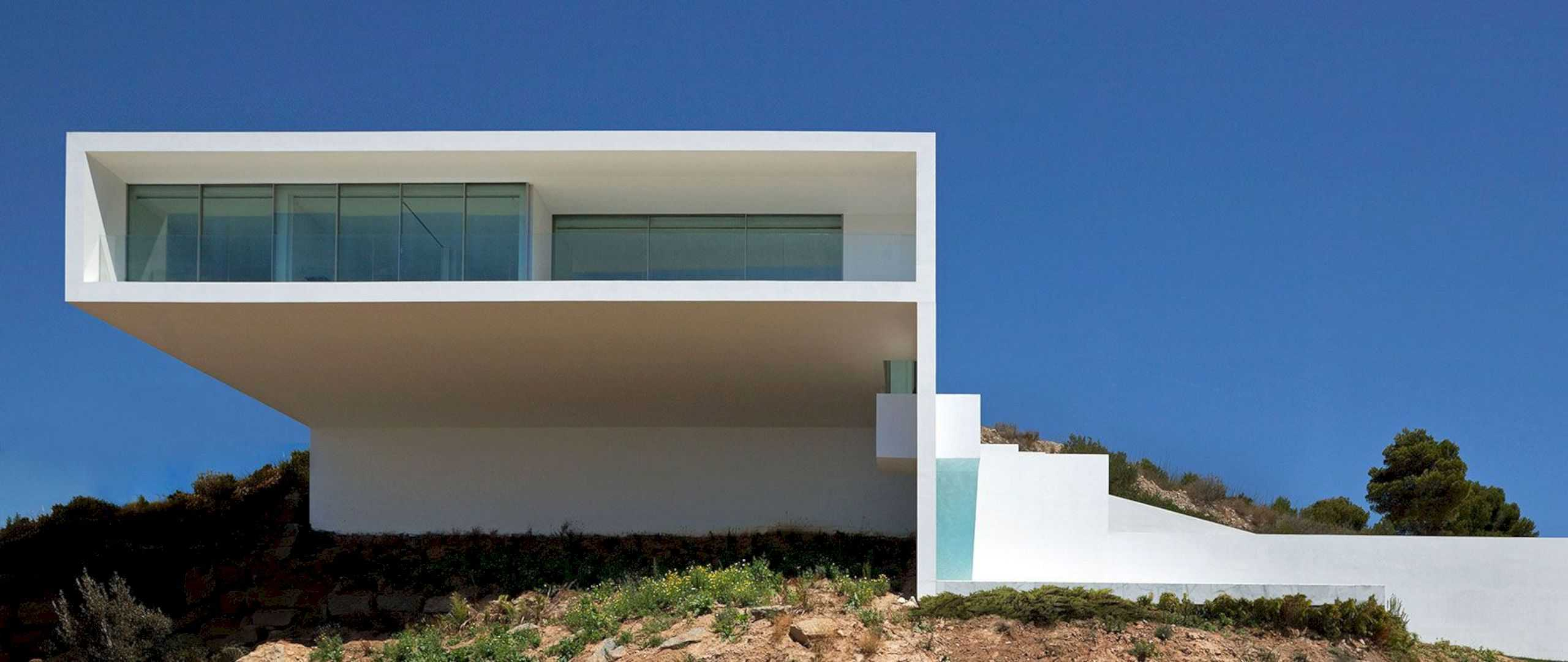 HOUSE ON THE CLIFF 8