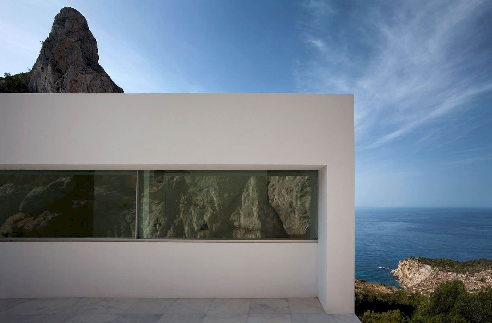 HOUSE ON THE CLIFF 9