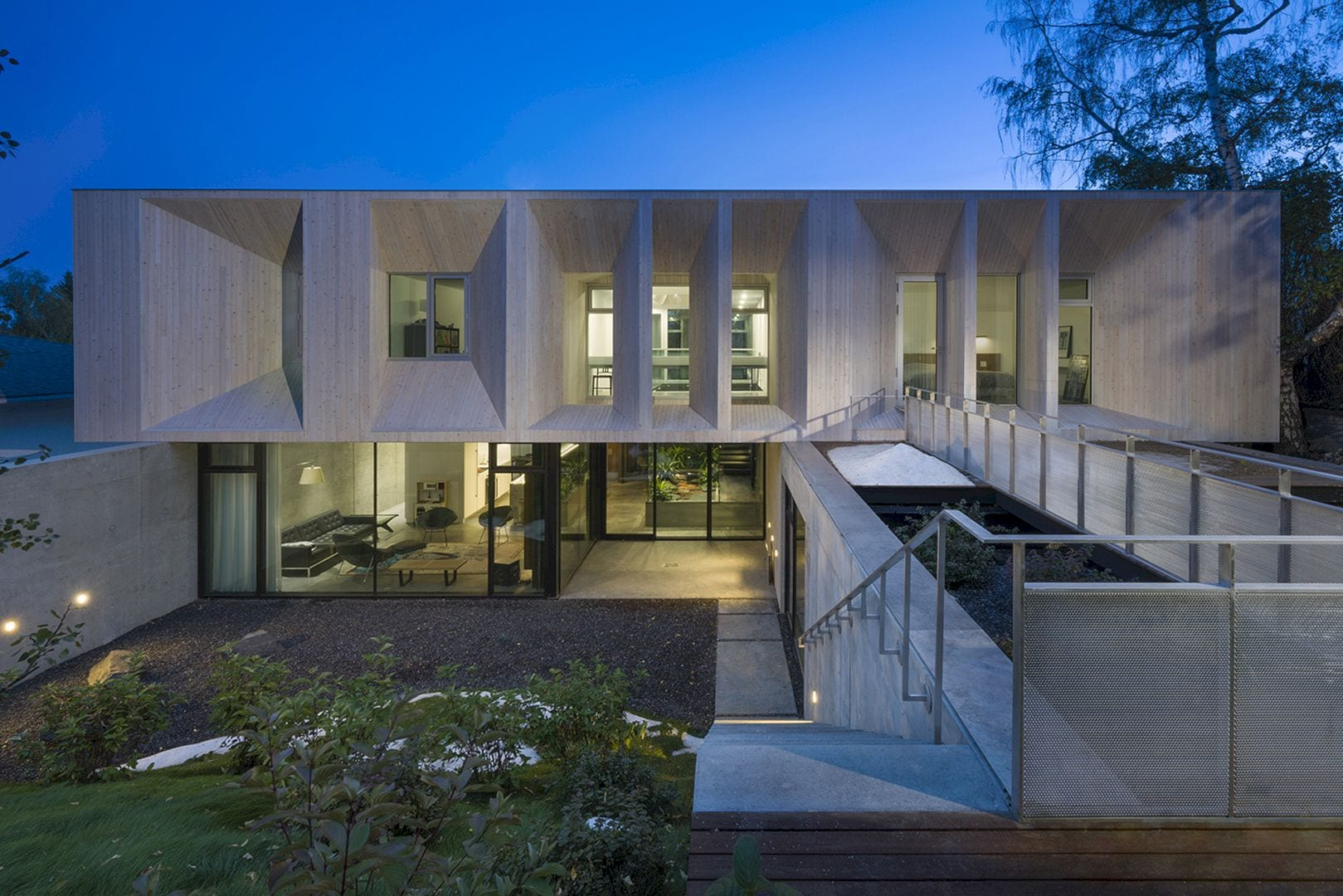 Courtyard House 17