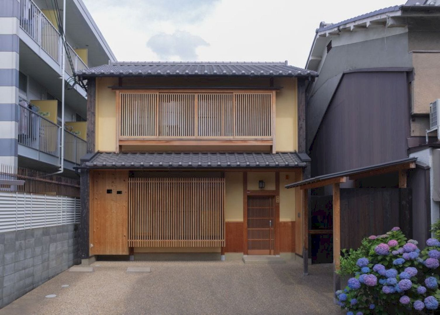 House In Demachi 23